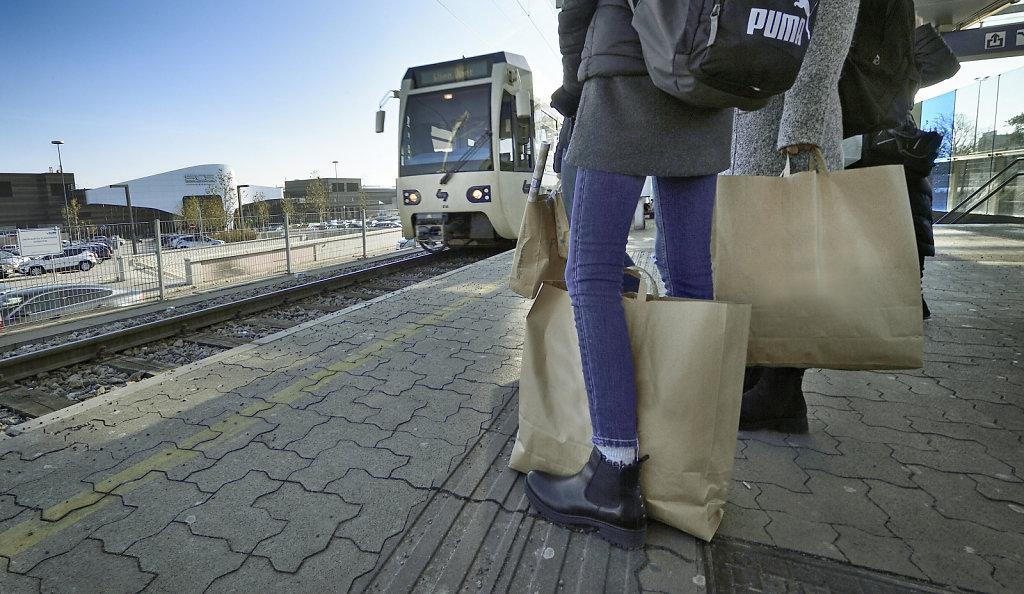 Badner Bahn - Haltestelle Vösendorf Shopping City Süd