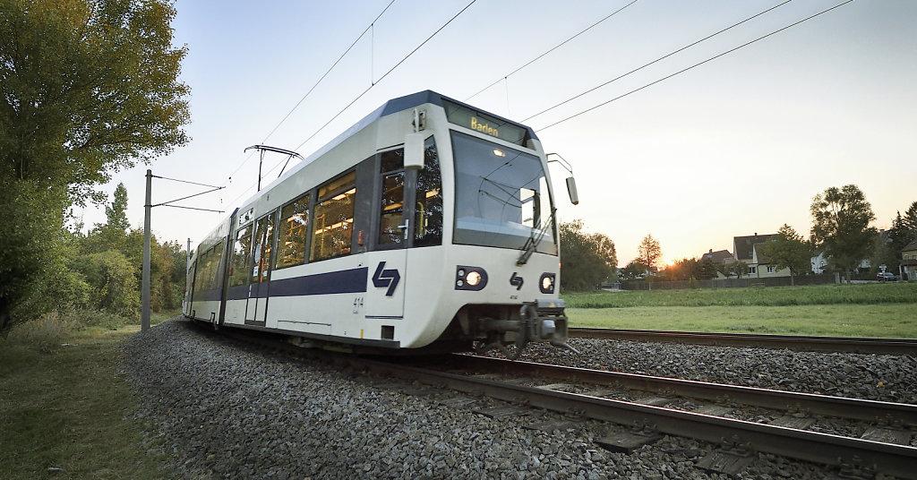 Badner Bahn auf der Strecke