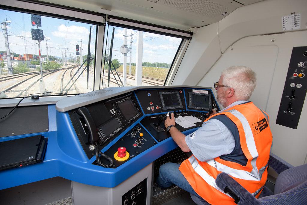 Lokführer der WLB Cargo im Dienst