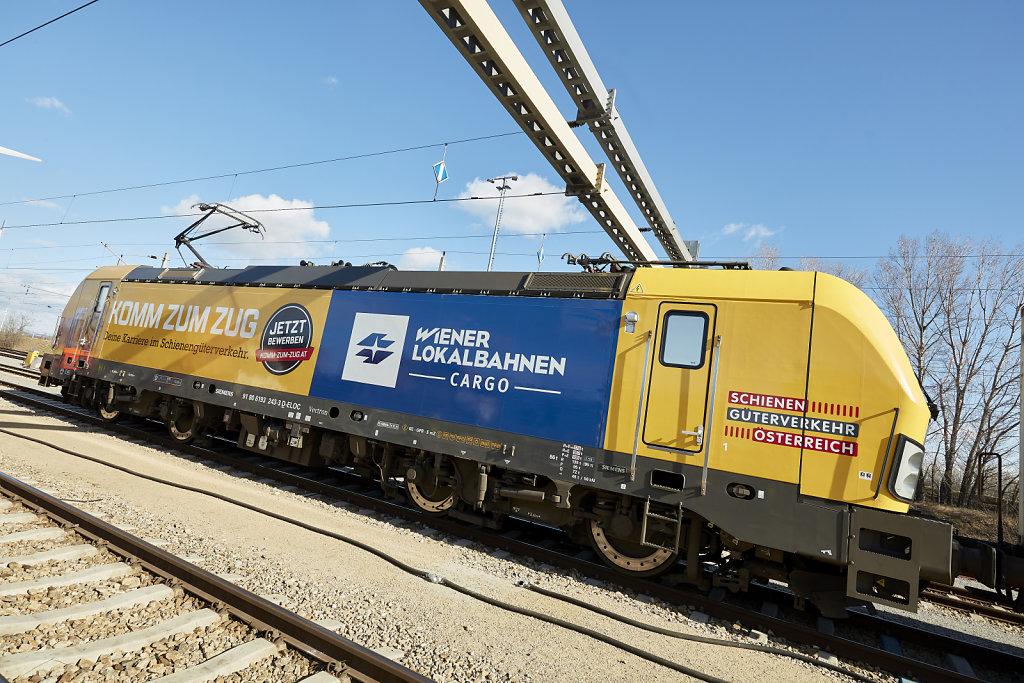 """Lokomotive der WLB Cargo mit Branding zur Kampagne """"Komm zum Zug"""""""
