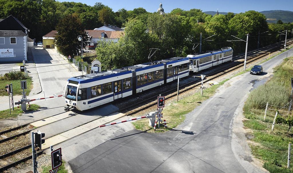 Badner Bahn im Sommer